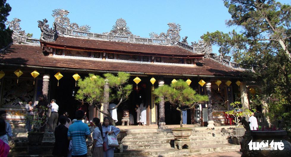 Người dân đến chùa Từ Hiếu chờ gặp thiền sư Thích Nhất Hạnh - Ảnh 4.