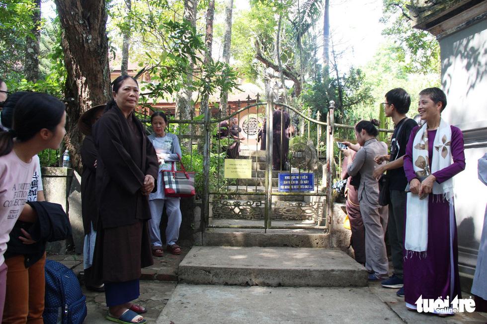 Người dân đến chùa Từ Hiếu chờ gặp thiền sư Thích Nhất Hạnh - Ảnh 7.