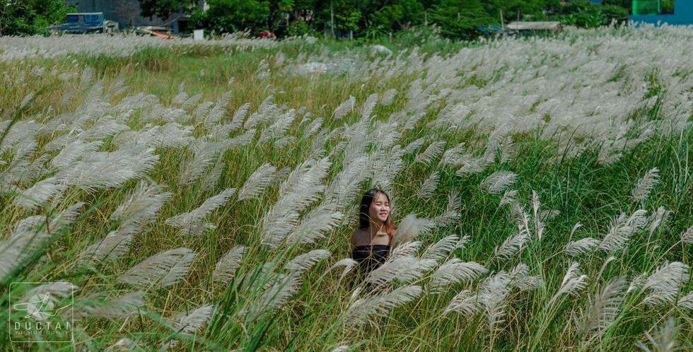 Trai xinh gái đẹp diễn sâu giữa đồng cỏ lau Đà Nẵng - Ảnh 15.