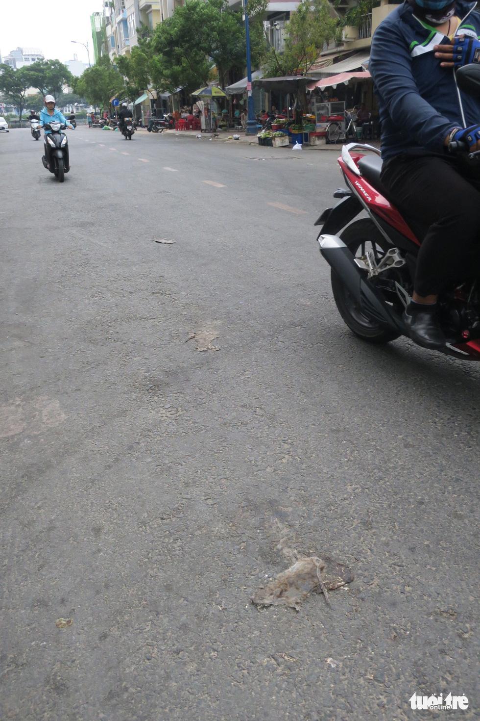 Rác, rác và rác tràn lan đường phố Sài Gòn - Ảnh 5.