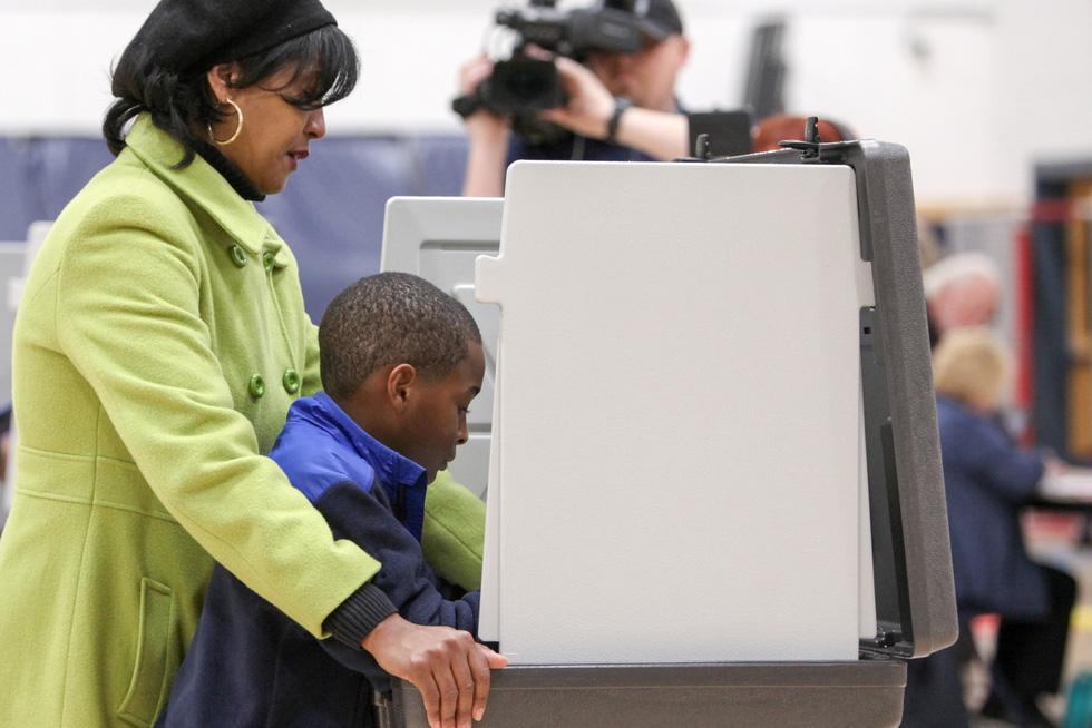 Bầu cử giữa kỳ ở Mỹ: Đảng Dân chủ giành đủ ghế để kiểm soát Hạ viện - Ảnh 8.