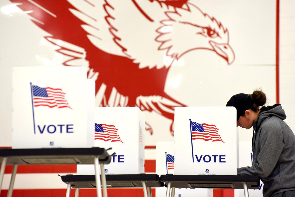 Bầu cử giữa kỳ ở Mỹ: Đảng Dân chủ giành đủ ghế để kiểm soát Hạ viện - Ảnh 9.