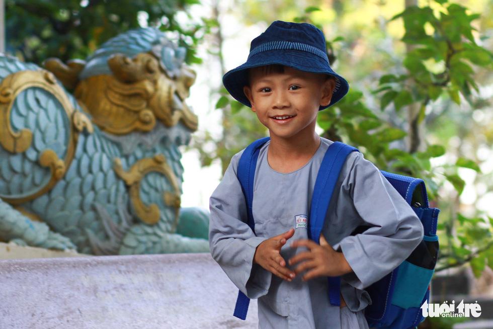Nụ cười trẻ thơ vang trong ngôi chùa nhỏ sâu hút thôn - Ảnh 3.