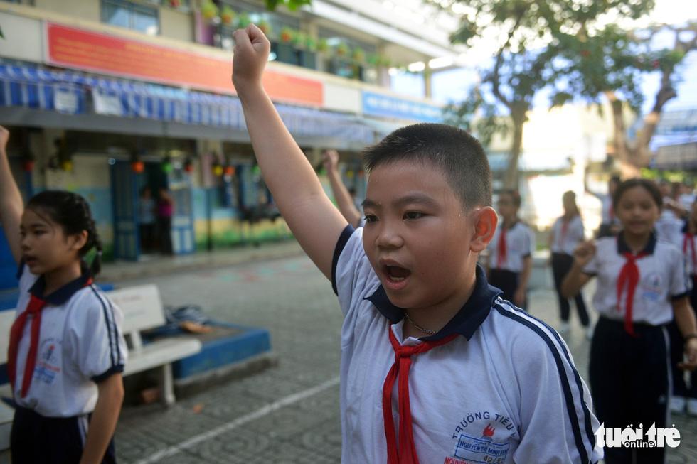 Học trò Sài Gòn thích thú tập thể dục với nhạc võ Vovinam - Ảnh 3.