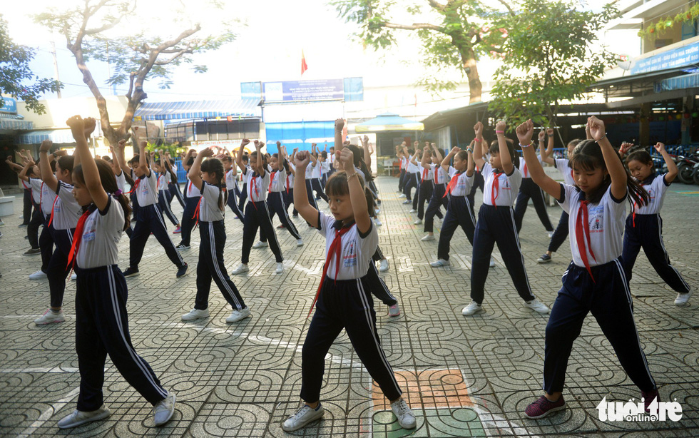 Học trò Sài Gòn thích thú tập thể dục với nhạc võ Vovinam - Ảnh 5.