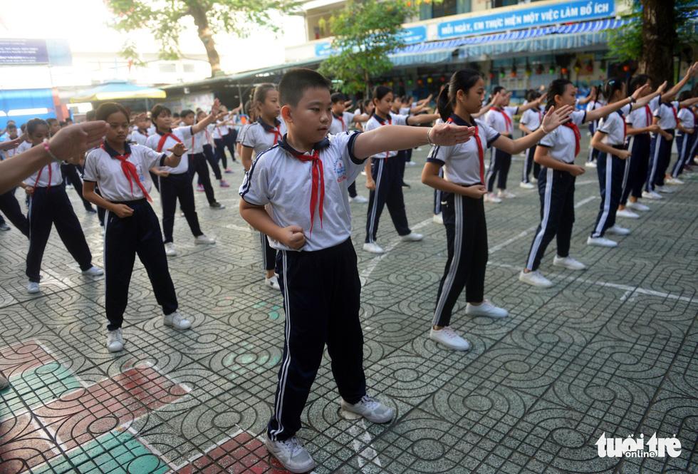 Học trò Sài Gòn thích thú tập thể dục với nhạc võ Vovinam - Ảnh 7.