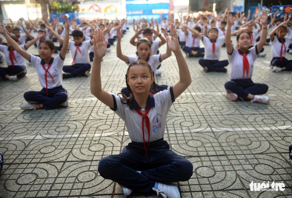 Học trò Sài Gòn thích thú tập thể dục với nhạc võ Vovinam - Ảnh 8.