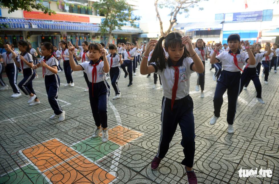 Học trò Sài Gòn thích thú tập thể dục với nhạc võ Vovinam - Ảnh 9.