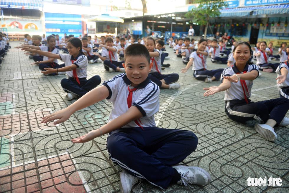 Học trò Sài Gòn thích thú tập thể dục với nhạc võ Vovinam - Ảnh 10.