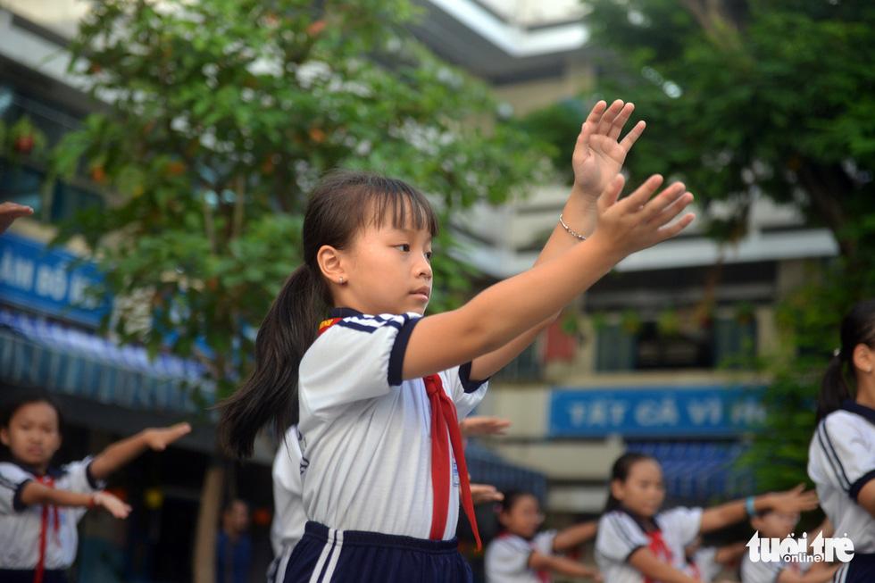 Học trò Sài Gòn thích thú tập thể dục với nhạc võ Vovinam - Ảnh 11.