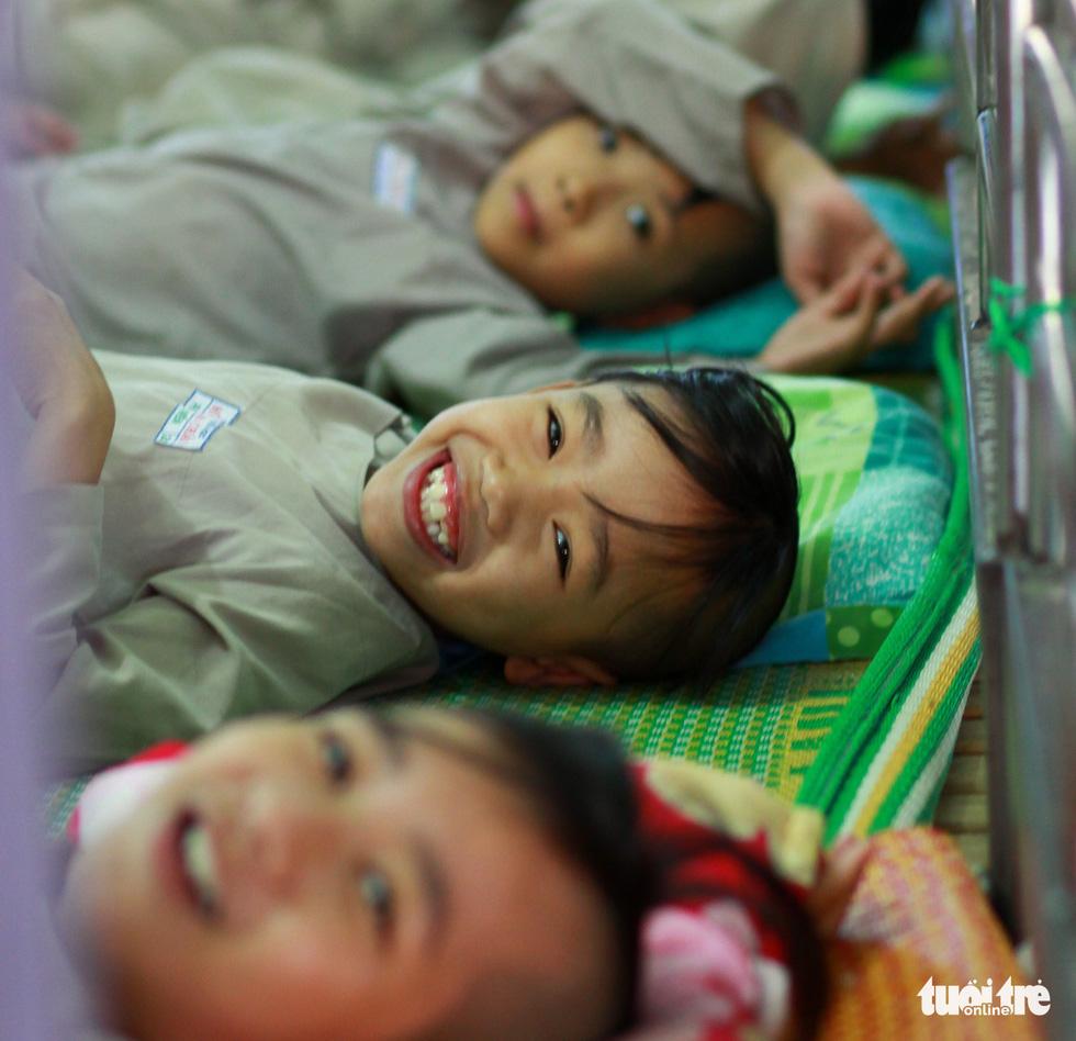 Nụ cười trẻ thơ vang trong ngôi chùa nhỏ sâu hút thôn - Ảnh 4.