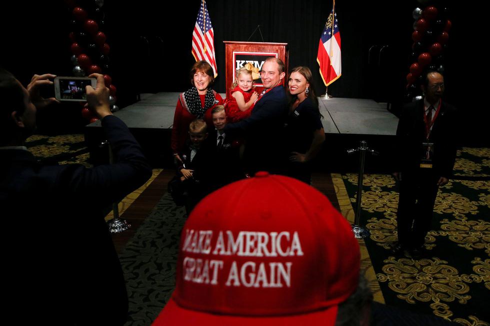 Bầu cử giữa kỳ ở Mỹ: Đảng Dân chủ giành đủ ghế để kiểm soát Hạ viện - Ảnh 6.