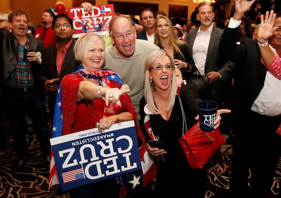 Bầu cử giữa kỳ ở Mỹ: Đảng Dân chủ giành đủ ghế để kiểm soát Hạ viện - Ảnh 10.