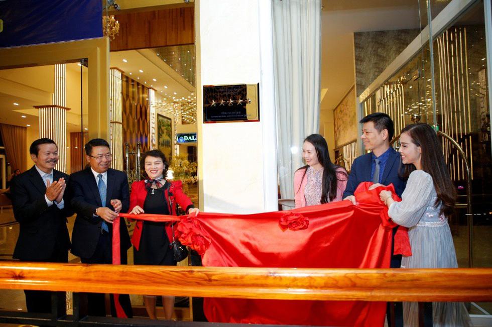 Khách sạn Ladalat đón nhận quyết định công nhận đạt chuẩn 5 sao - Ảnh 3.