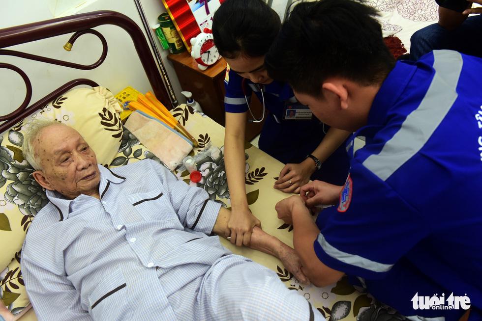 Bệnh nhân đầu tiên được cấp cứu bằng xe hai bánh - Ảnh 5.
