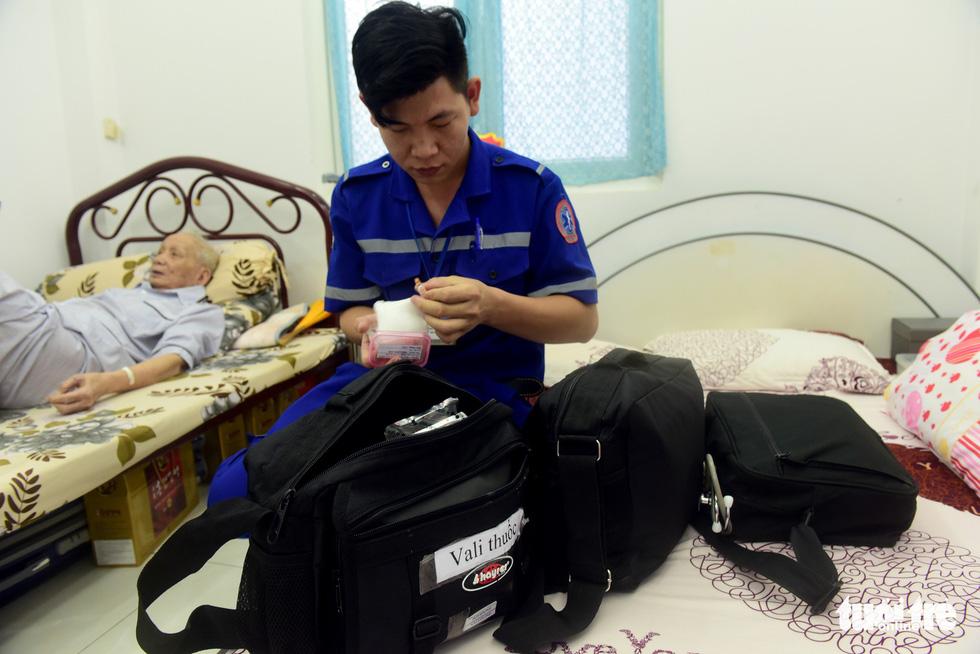 Bệnh nhân đầu tiên được cấp cứu bằng xe hai bánh - Ảnh 7.