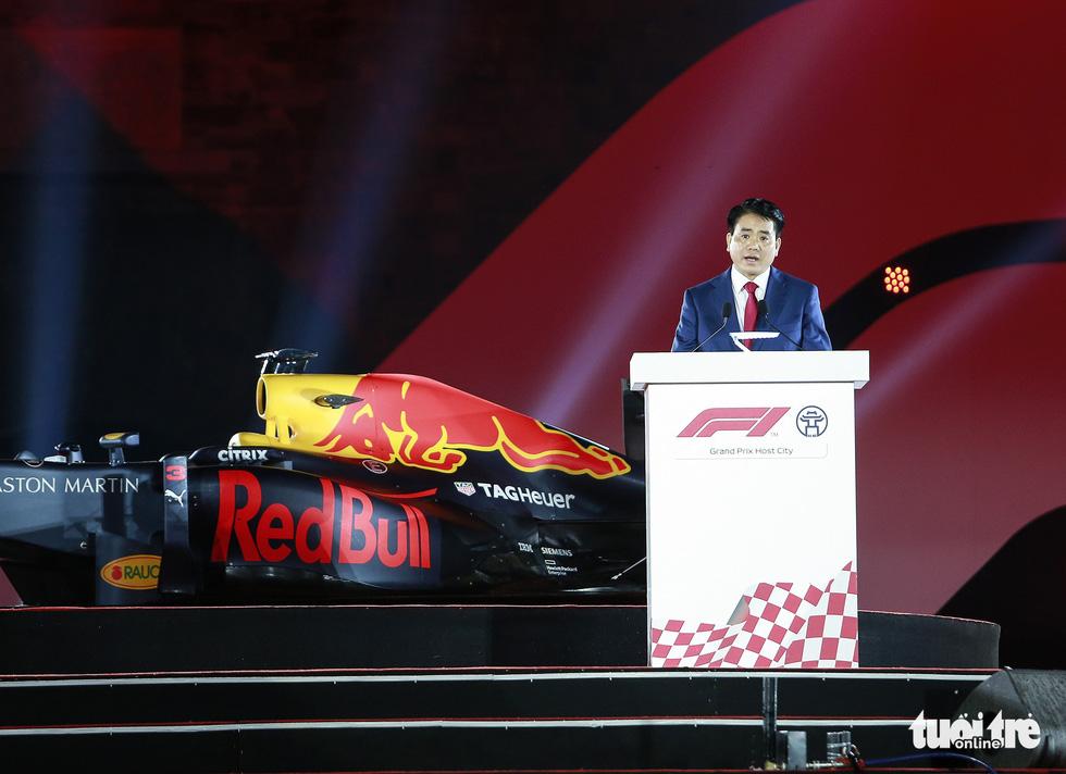 Siêu xe đua F1 xuất hiện tại Hà Nội - Ảnh 3.