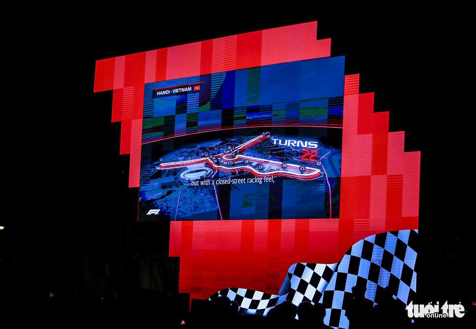 Siêu xe đua F1 xuất hiện tại Hà Nội - Ảnh 5.