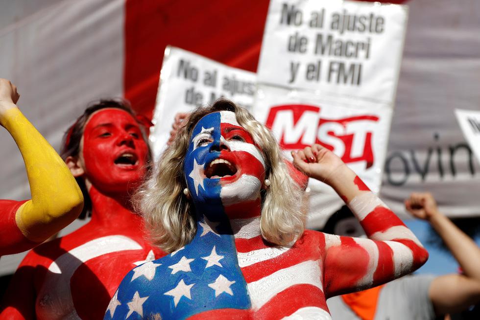 Muôn mặt biểu tình chống G20 ở Argentina - Ảnh 4.