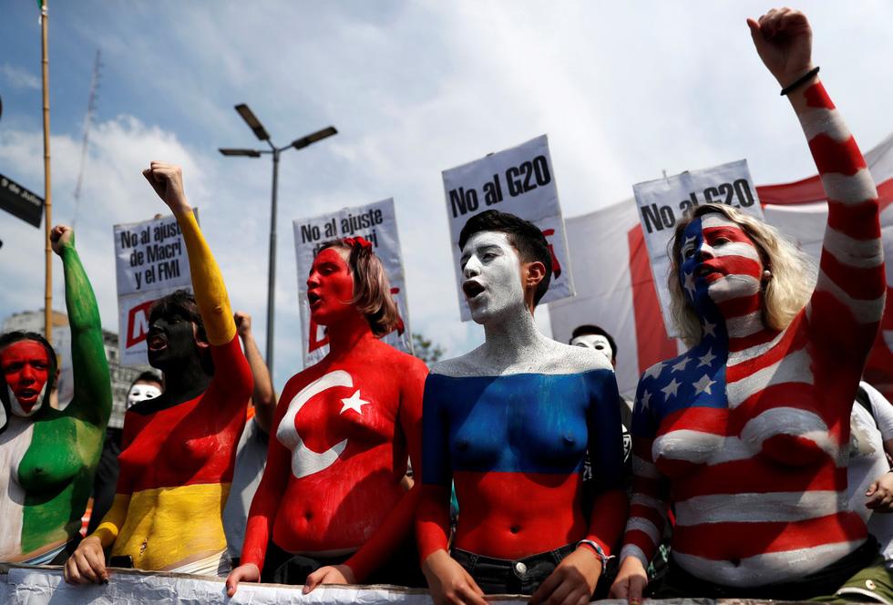 Muôn mặt biểu tình chống G20 ở Argentina - Ảnh 1.