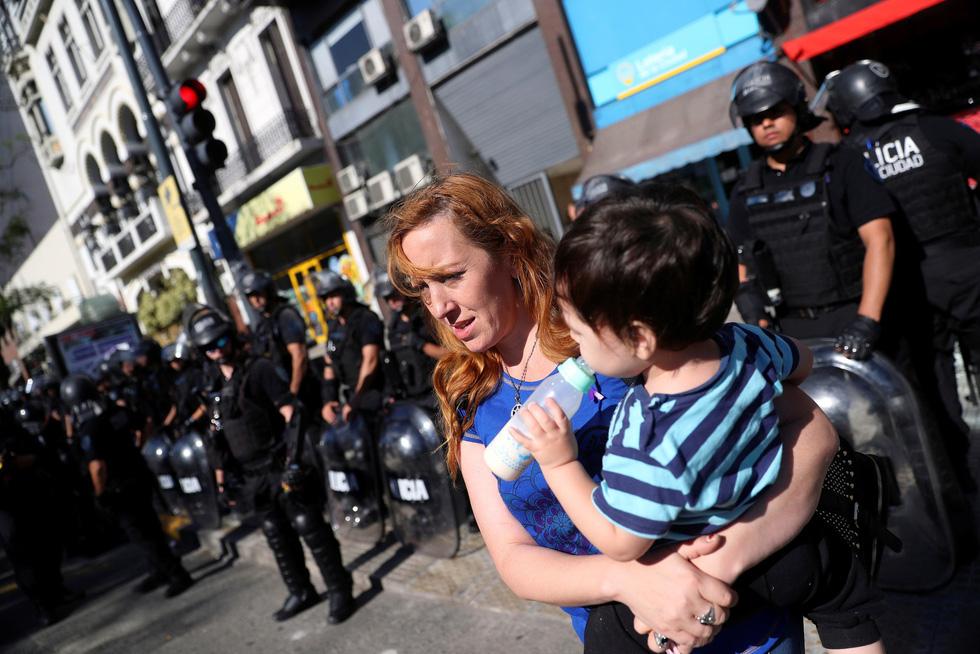 Muôn mặt biểu tình chống G20 ở Argentina - Ảnh 3.