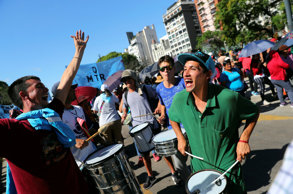Muôn mặt biểu tình chống G20 ở Argentina - Ảnh 6.