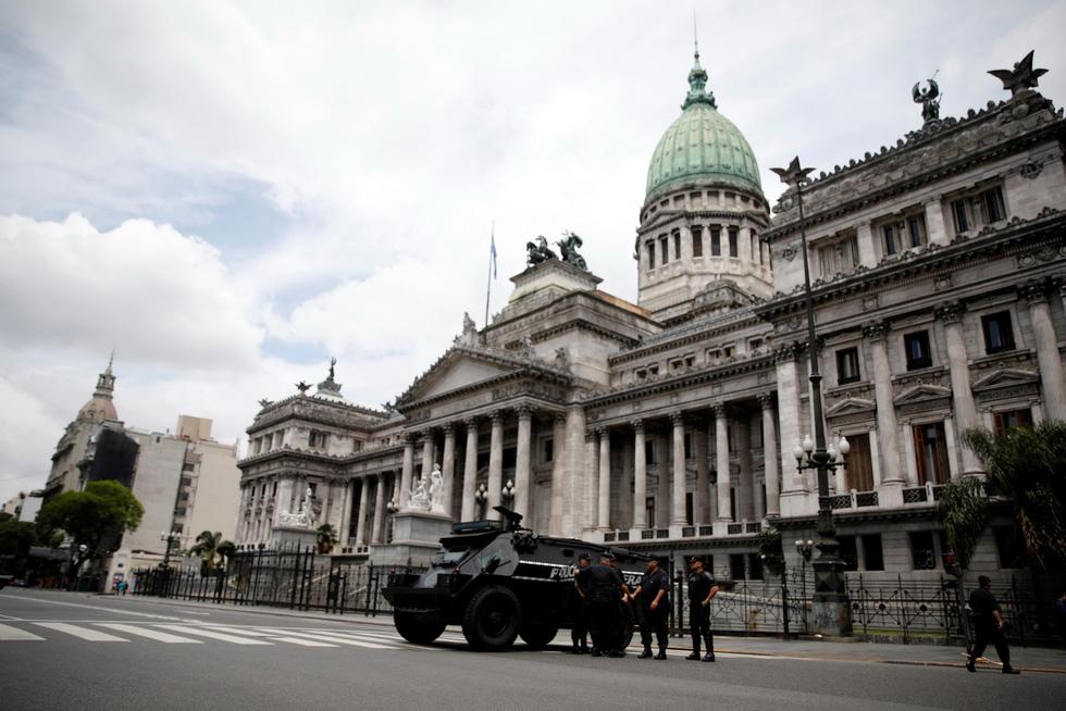 Muôn mặt biểu tình chống G20 ở Argentina - Ảnh 2.