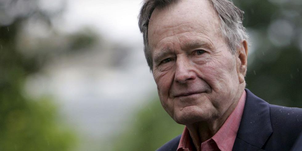 Cựu tổng thống Bush cha 'khai trương' quan hệ bình thường Việt - Mỹ - Ảnh 1.