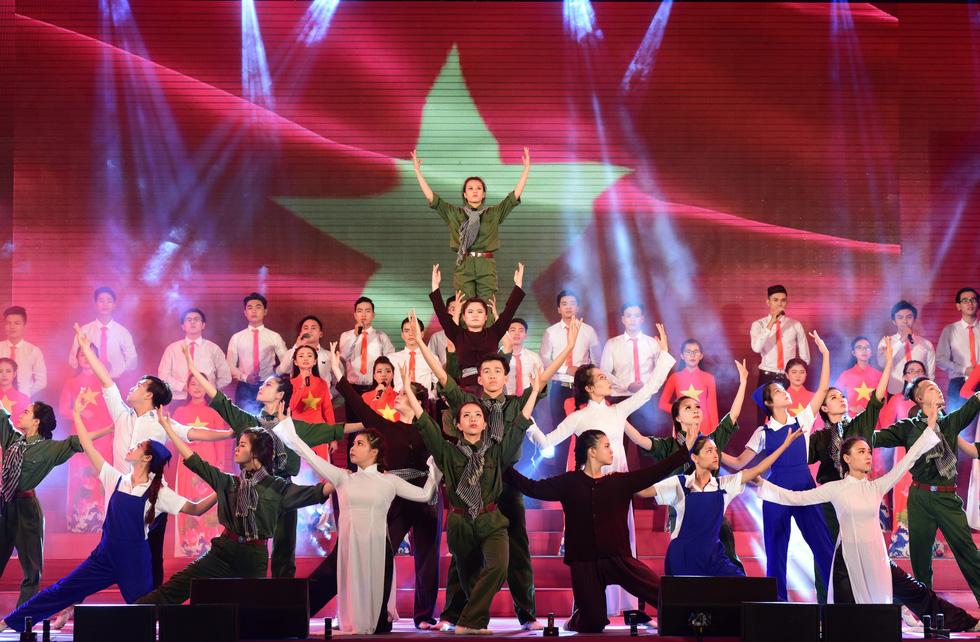 Chung kết liên hoan các nhóm tuyên truyền ca khúc cách mạng - Ảnh 2.