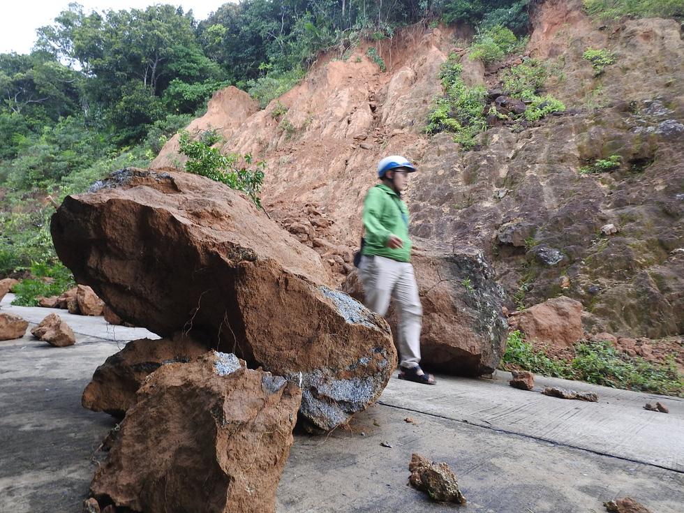 27 điểm sạt lở nặng đường quanh bán đảo Sơn Trà - Ảnh 2.