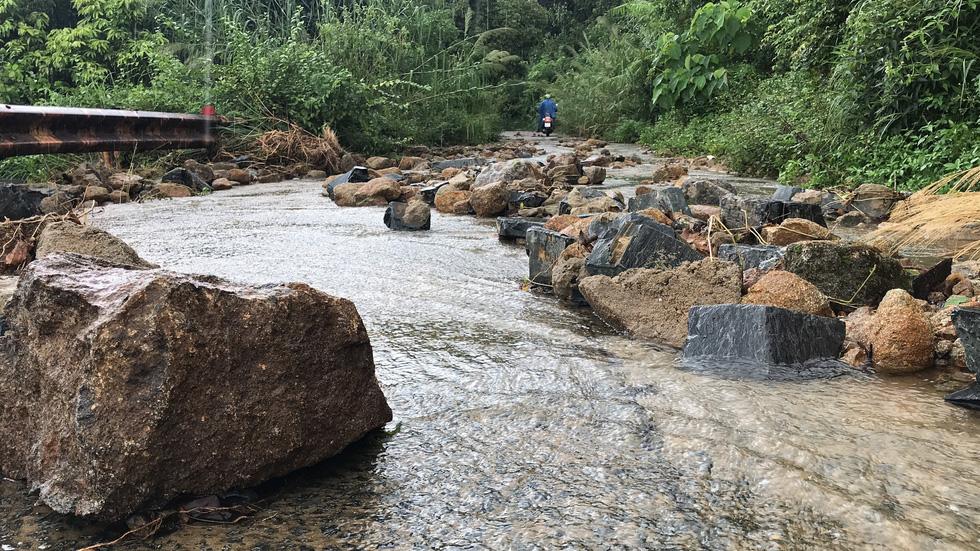 27 điểm sạt lở nặng đường quanh bán đảo Sơn Trà - Ảnh 5.