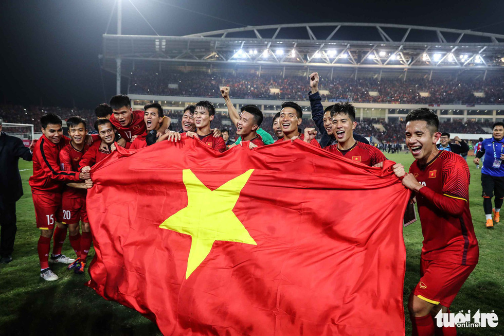 Những khoảnh khắc lịch sử của ĐT Việt Nam tại AFF cup 2018 - Ảnh 2.