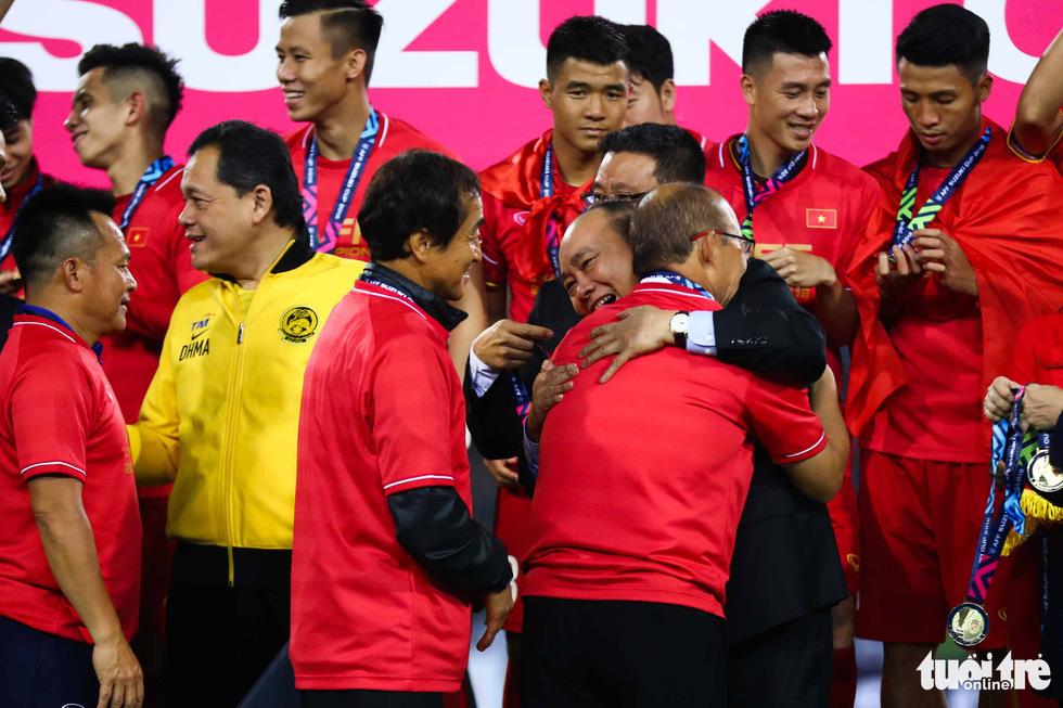 Những khoảnh khắc lịch sử của ĐT Việt Nam tại AFF cup 2018 - Ảnh 3.