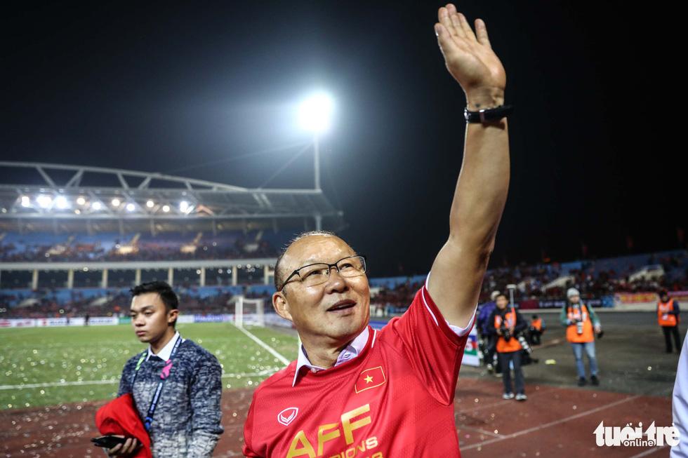 Những khoảnh khắc lịch sử của ĐT Việt Nam tại AFF cup 2018 - Ảnh 4.