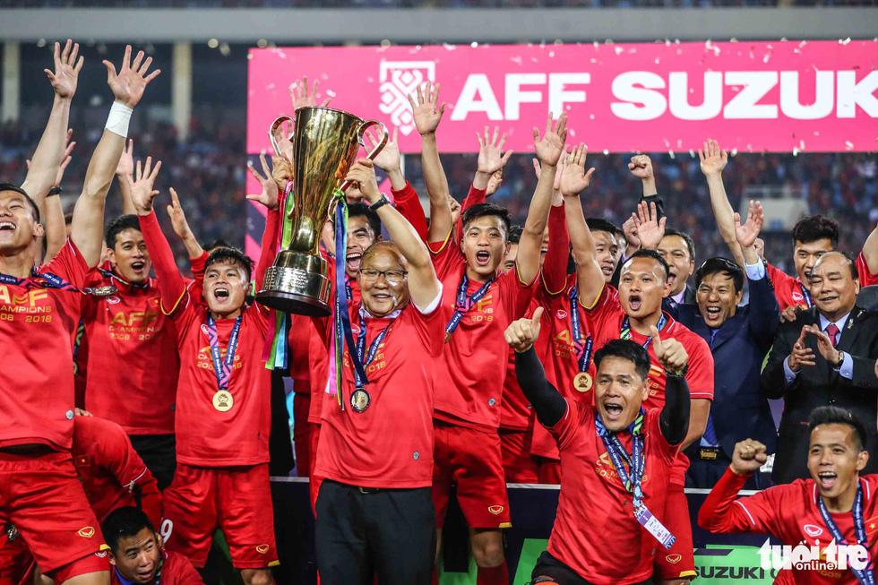 Những khoảnh khắc lịch sử của ĐT Việt Nam tại AFF cup 2018 - Ảnh 6.