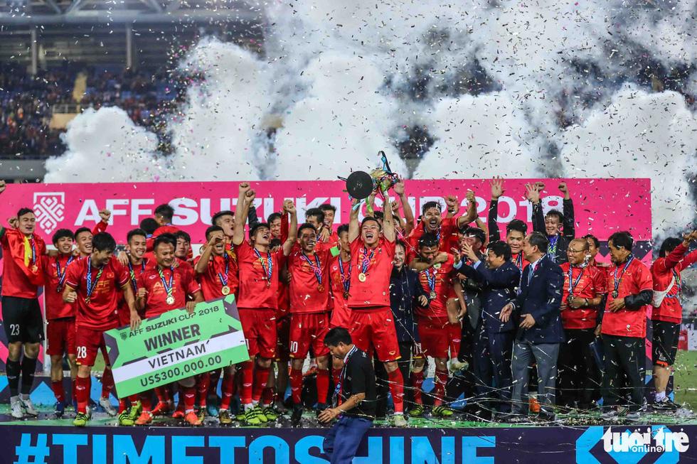 Những khoảnh khắc lịch sử của ĐT Việt Nam tại AFF cup 2018 - Ảnh 7.