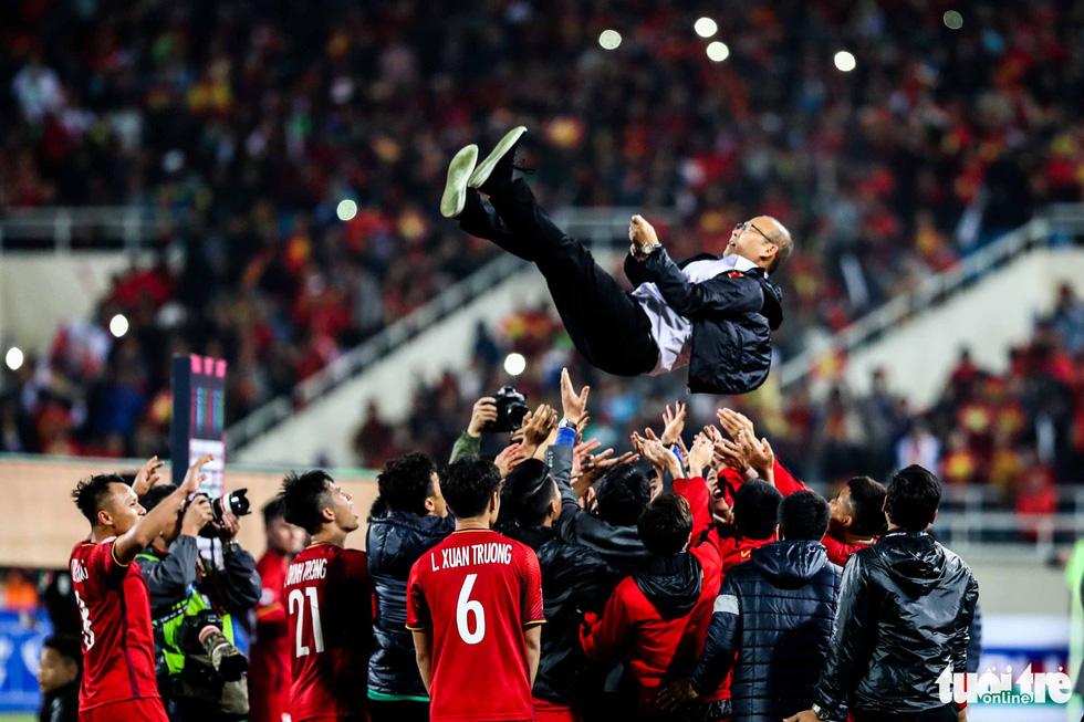 Những khoảnh khắc lịch sử của ĐT Việt Nam tại AFF cup 2018 - Ảnh 8.
