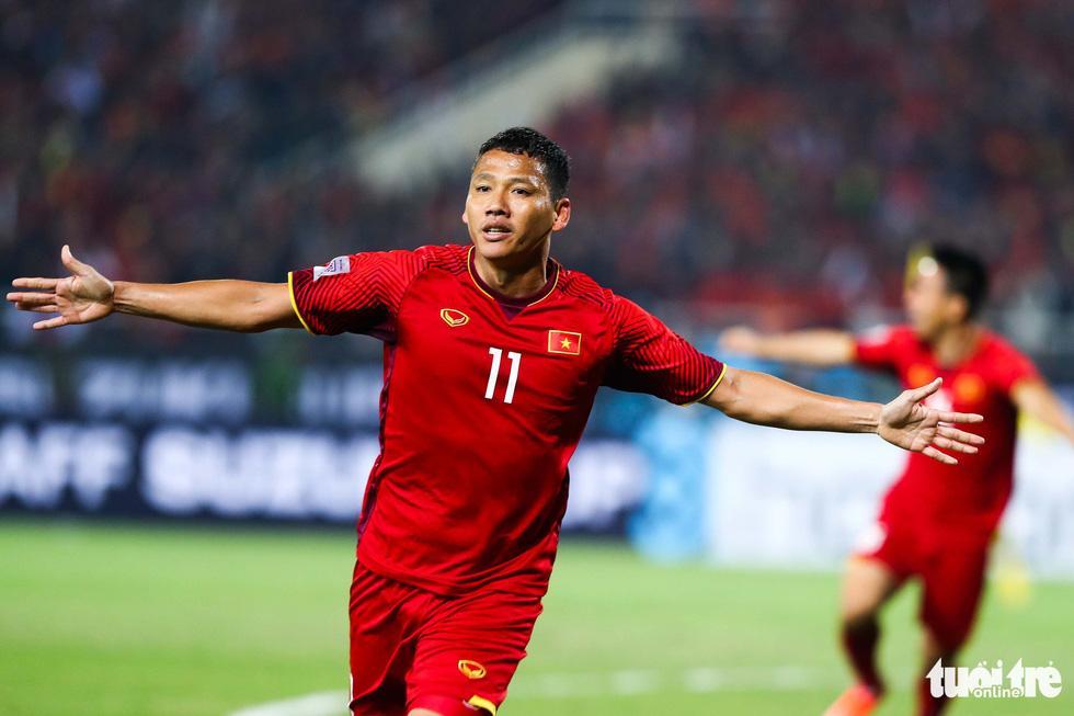 Những khoảnh khắc lịch sử của ĐT Việt Nam tại AFF cup 2018 - Ảnh 13.