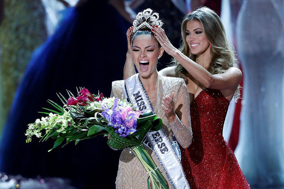 Thí sinh Miss Universe khóc, la thét, há hốc mồm khi là Hoa hậu - Ảnh 2.