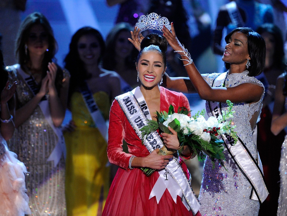 Thí sinh Miss Universe khóc, la thét, há hốc mồm khi là Hoa hậu - Ảnh 7.