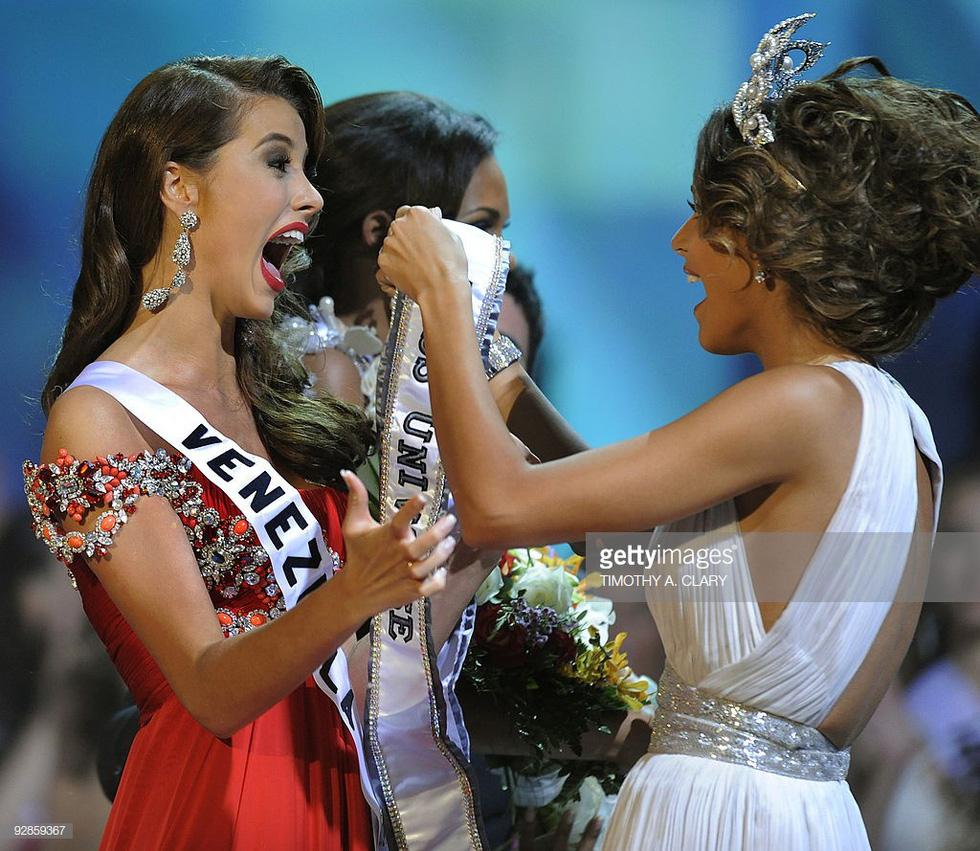 Thí sinh Miss Universe khóc, la thét, há hốc mồm khi là Hoa hậu - Ảnh 10.