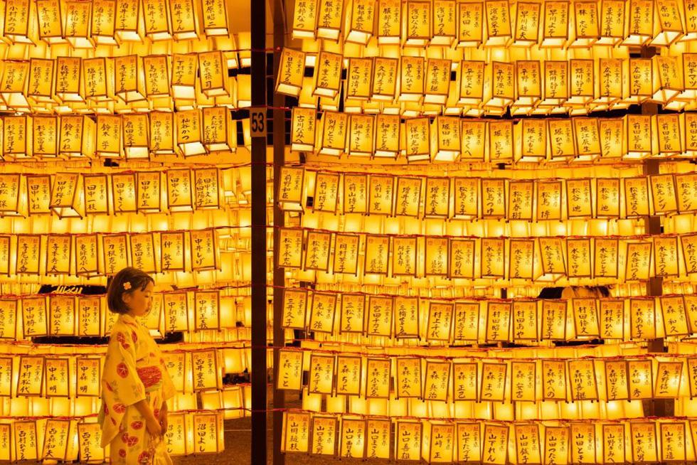 Phật tử cầu nguyện vào top 70 ảnh đẹp nhất năm của NatGeo - Ảnh 8.