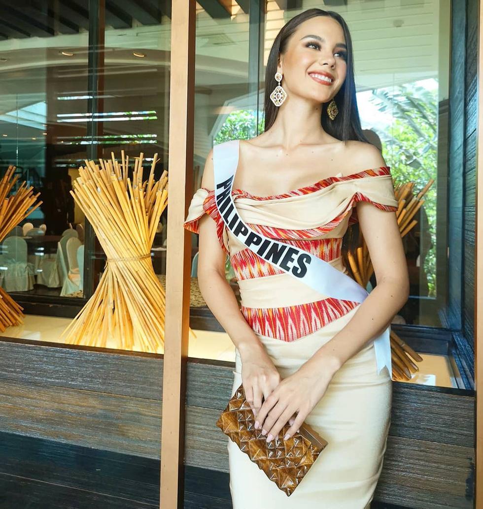 Kiểu catwalk nham thạch của Hoa hậu Hoàn vũ Catriona Gray - Ảnh 8.