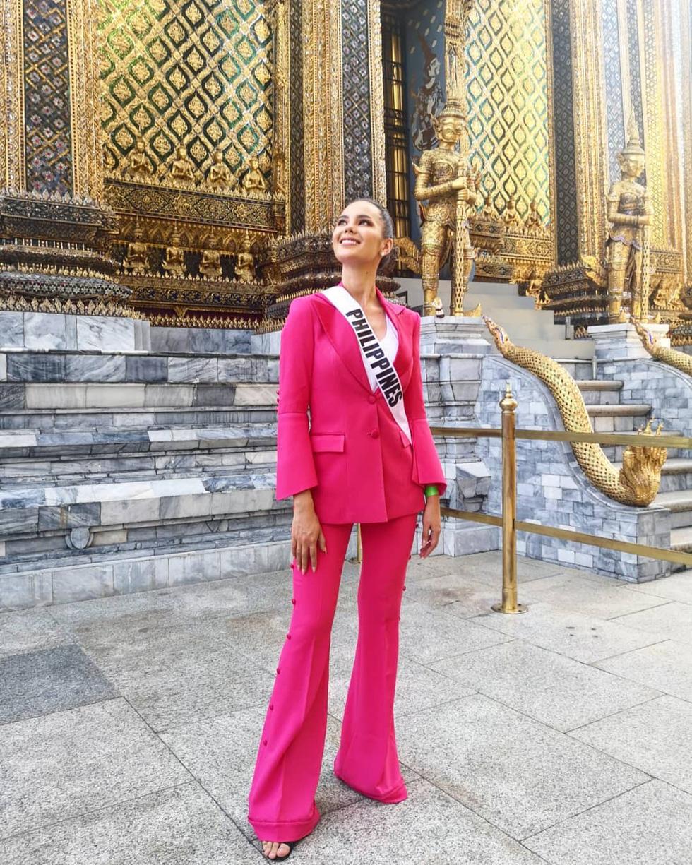 Kiểu catwalk nham thạch của Hoa hậu Hoàn vũ Catriona Gray - Ảnh 9.