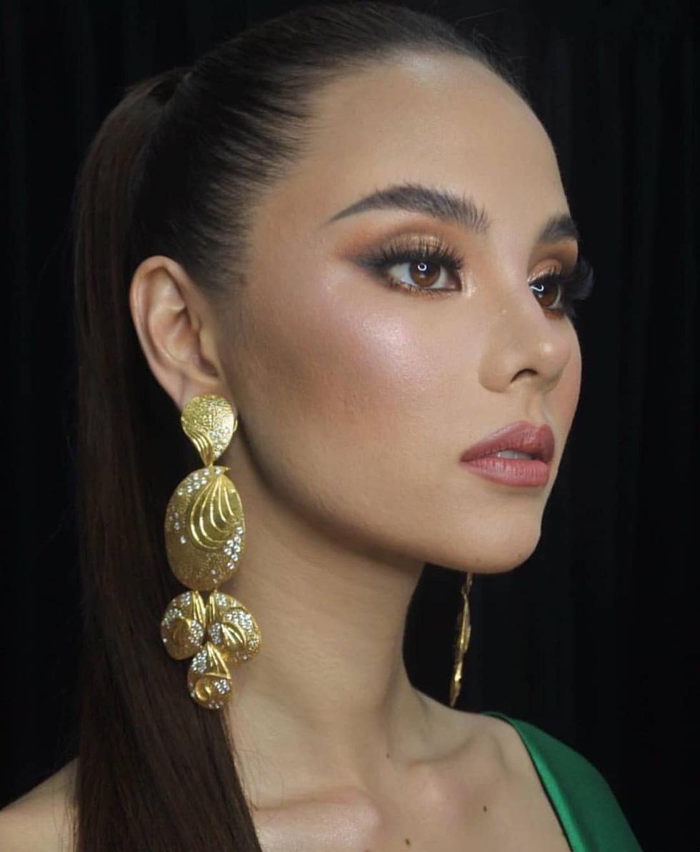 Kiểu catwalk nham thạch của Hoa hậu Hoàn vũ Catriona Gray - Ảnh 11.