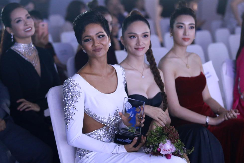 Hoa hậu HHen Niê nhận giải Ngôi sao vì cộng đồng 2018 - Ảnh 2.