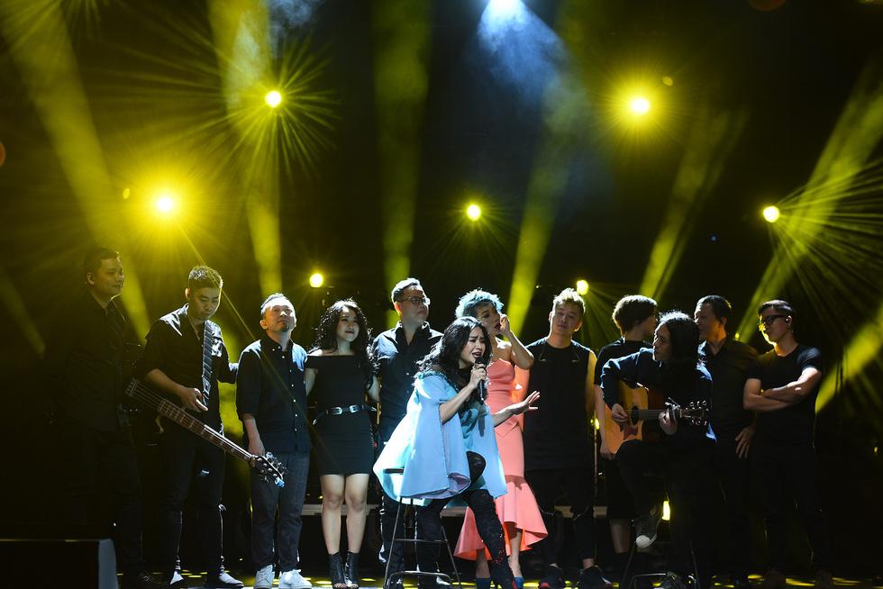 Ở đêm nhạc Bình minh, Thanh Lam mới không còn hú hét - Ảnh 17.