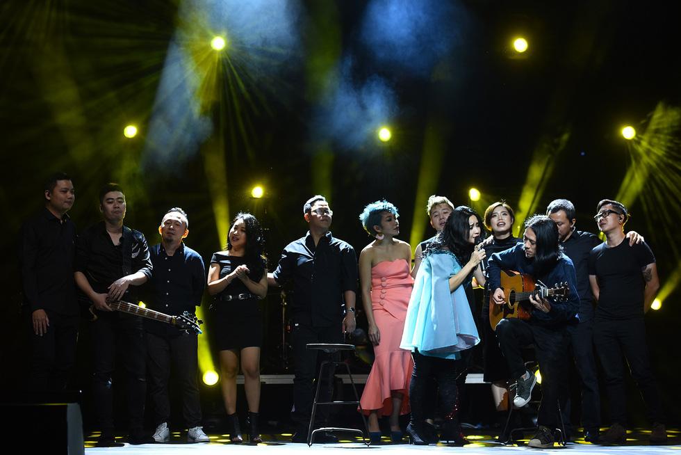 Ở đêm nhạc Bình minh, Thanh Lam mới không còn hú hét - Ảnh 19.