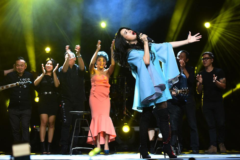 Ở đêm nhạc Bình minh, Thanh Lam mới không còn hú hét - Ảnh 20.