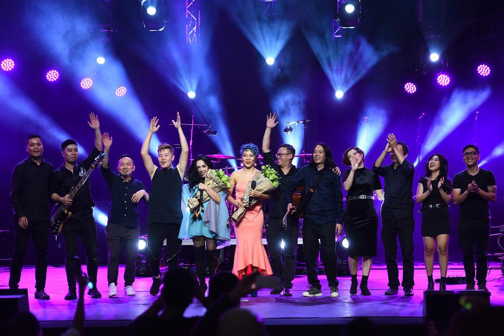 Ở đêm nhạc Bình minh, Thanh Lam mới không còn hú hét - Ảnh 22.